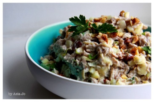 chicken and walnut salad